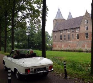 Peugeot 304 cabrio bij kasteel Dussen