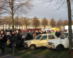 Oldtimerprotest Malieveld Den Haag met o.a. Renaults