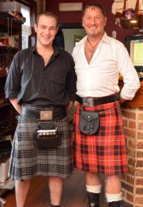 Mannen in Schotse kilt
