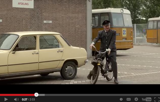 Shot uit film Toen was geluk nog heel gewoon met Renault van Erik