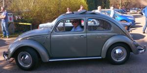 Een van de vele Volkswagen Kevers die meereden tijdens de GCCC-rit van 9 maart 2014