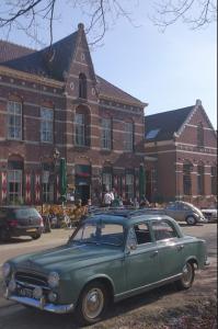 Peugeot 403 uit 1958 in mintgroene kleur