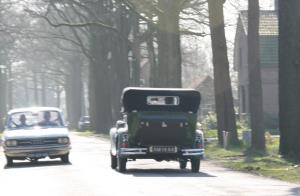 Oude Audi komt een echte oldtimer tegen in de Baronie van Breda