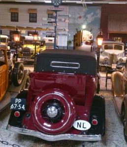 Klassieke Fords in het Ford Museum in Hillegom