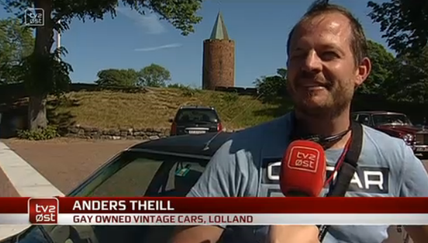Anders Theil, chairman of Gay Owned Vintage Cars in Denmark, answers questions from TV2 ØST Redaktion