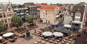 Het Scheffersplein is een plein in de Binnenstad van Dordrecht