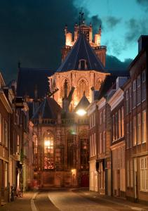 Dordrecht Grote Kerk bij avondlicht