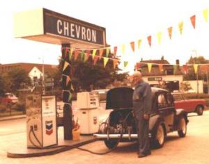 Tanken in de jaren '60 bij Chevron