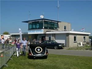 Zeeland Airport met oldtimers